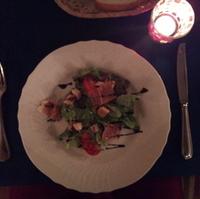 有機野菜とイタリア産生ハム・フォアグラ・地鶏・キノコのサラダ仕立て