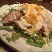 厚切りベーコンと半熟たまごのシーザーサラダ