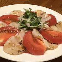 トマトと炙り帆立のカルパッチョ