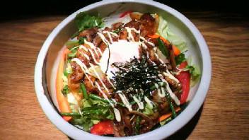 焼き肉温玉サラダ
