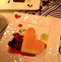 ハートの女王様のベイクドチーズケーキ ベリーソースをかけて