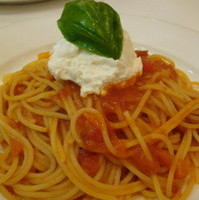 リコッタチーズのスパゲティ、トマトソース