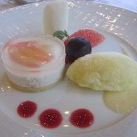 洋梨のムース パイナップルのシャーベットとフルーツ添え