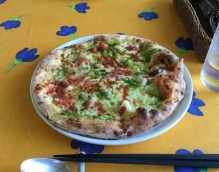 ジェノベーゼとエビのピザ