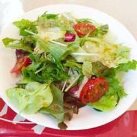 食前サラダ。野菜食べないとバテやすいですね。