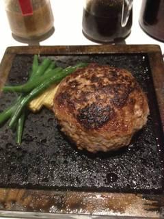 牛ハンバーグステーキの溶岩焼