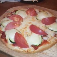 モッツアレラとズッキーニのピザ
