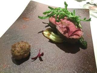 北海道産ボーヤファーム安西さんの子羊Tボーンアイアンステーキ 二代目から受継いだジンギスカンソース