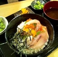 3色の海鮮丼ぶり