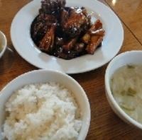 やわらか豚肉と根菜の黒甘酢炒め