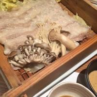ととろ豚と旬野菜のセイロ蒸し