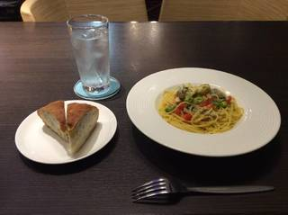 ハモと枝豆のスパゲッティ サフラン風味