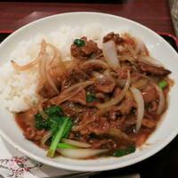 牛肉玉ねぎ黒胡椒丼