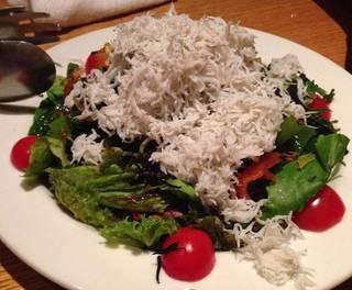たっぷりしらすと海藻のサラダ