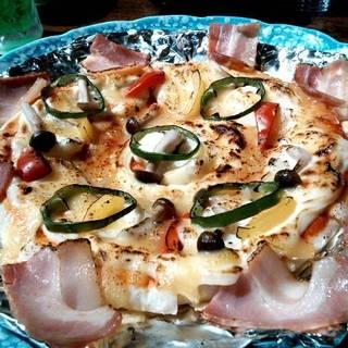 ポテトとベーコンのピザ