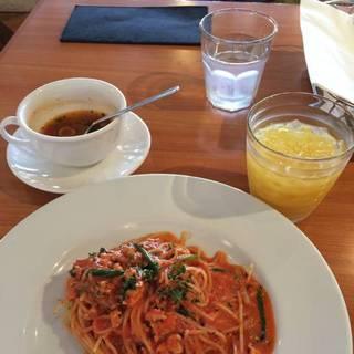 小エビと緑野菜のトマトクリームスパゲティ