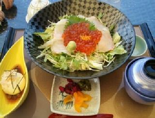 白身魚いくら丼