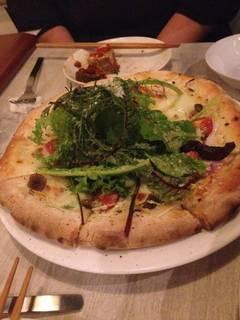 野菜たっぷりベジタブルピザ