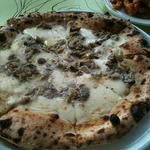 鶏肉ときのこのピザ