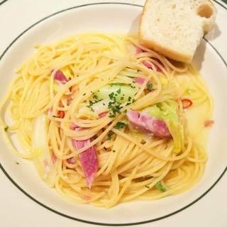春キャベツとアイスバインガーリックオイルのスパゲッティー