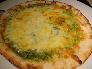 フレッシュバジルのピザ