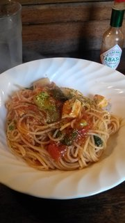 メカジキとチンゲン菜のトマトソースパスタ