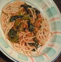 なすとホウレン草のミートソーススパゲティ