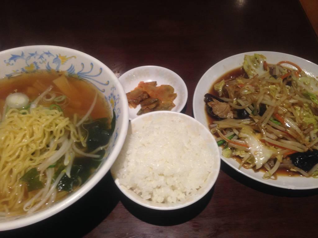 ラーメンと野菜炒め定食