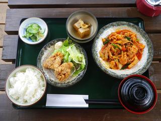 豚キムチ炒めと鶏から揚げのスタミナセット