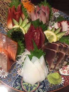 朝獲れ鮮魚の七種盛り合わせ