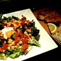 半熟卵のコブサラダと日替わりチキンステーキ