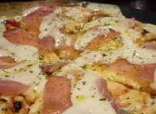 生ハムとバジルのピザ