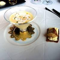 旬の玉蜀黍の冷たいヴルーテ 中津川アジメ胡椒の香り フランス産 フォアグラとホワイトショコラのタルトを添えて