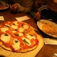 完熟トマトのマルゲリータピザ