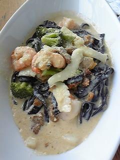 魚介類とブロッコリーのクリームソース