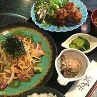 魚介と野菜の胡麻醤油とカニクリームコロッケのセットランチ