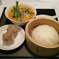 ハーフ担々麺と豚饅頭セット