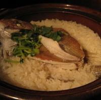 土鍋で炊き上げる鯛めし