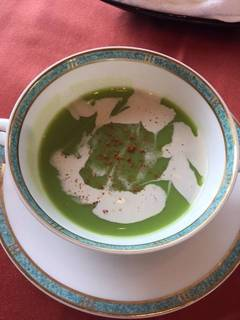 緑豆スープにベーコン風味のクリーム添え