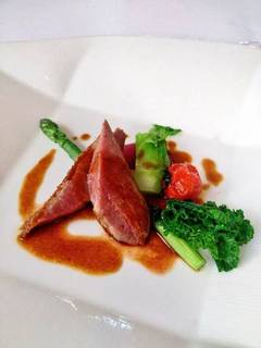 シャラン産鴨胸肉のロースト 旬野菜添え
