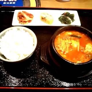 スンドゥブセット(ご飯・ドリンク・サラダ・ナムル付き)