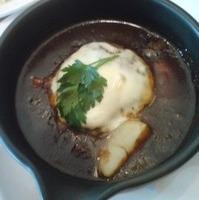とろーりモッツァレラチーズのデミグラス煮込みハンバーグ