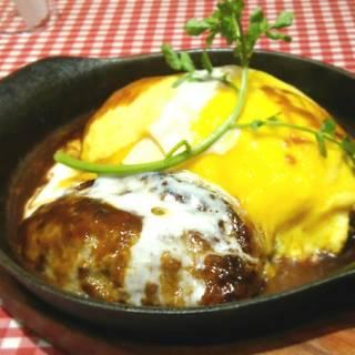 とろーり卵のデミグラスハンバーグオムライス