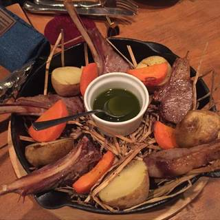 ラムチョップの藁焼き