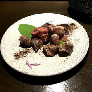 鶏ハツ・レバーの冷製コンフィ~ねぎ炭パウダー~