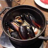 厚岸産あさりとムール貝の白ワイン蒸し