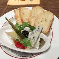 4種のチーズの盛り合わせ チーズプラッター
