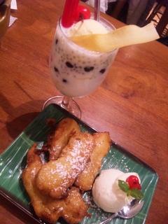 揚げバナナとココナッツアイスクリーム