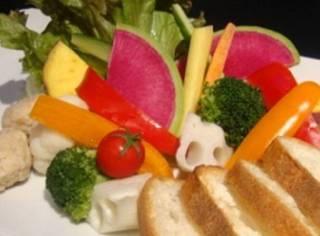 契約農園の新鮮野菜パフェのラクレットチーズフォンデュ~バケット添え~
