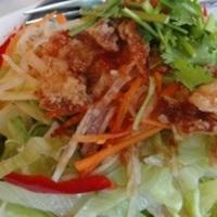 鶏皮パリパリ野菜サラダ